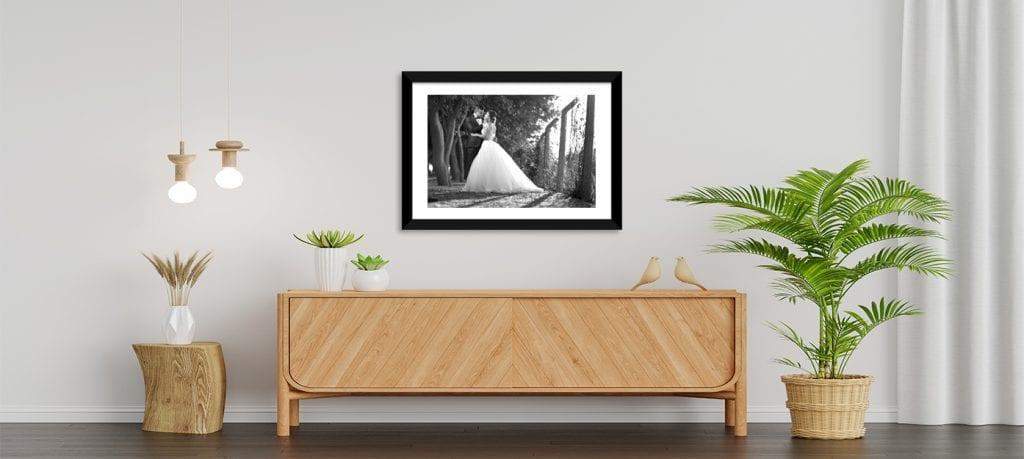 Elige una buena fotografía en blanco y negro de los dos ¡y enmárcala!
